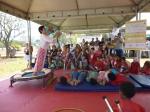 Funcionários da fábrica e todo o grupo da oficina de circo prestigiaram a apresentação.